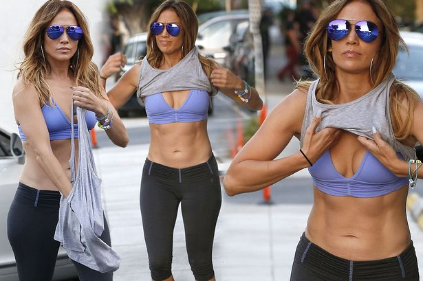 jennifer-Lopez-shows-off-her-abs